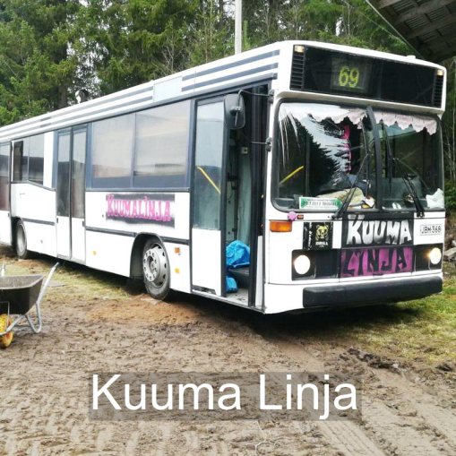 """""""Linja-autosta rakennettu matkailumalli, missä pääsee myös ottamaan hyvät löylyt."""" Kuuma Linja, Seinäjoki."""
