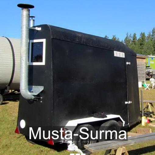 """""""Musta-Surma on rakennettu vuonna 2014 Korvenkylässä. Sisätilan lämmöstä pitää huolen Nätti-puukiuas."""" Musta-Surma, Äystö (Teuva)."""