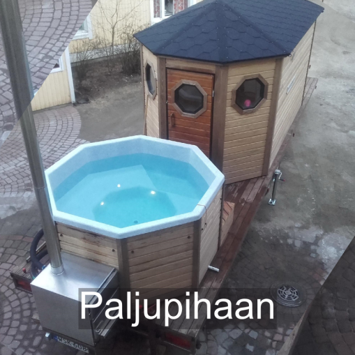"""""""Juhlavan kokoinen sauna, mutta kuitenkin autolla vedettävissä."""" Paljupihaan, Kurikka"""